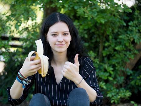 fata cu banana