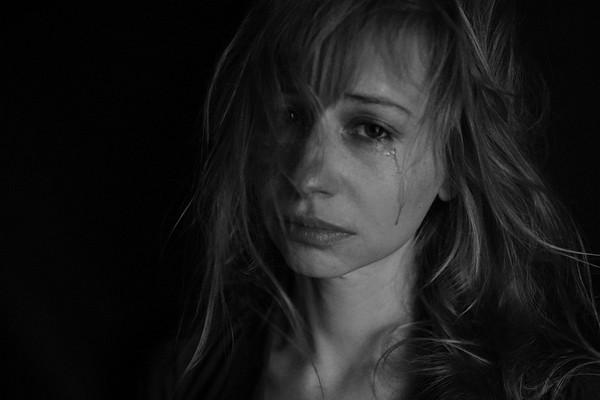 fată care plânge