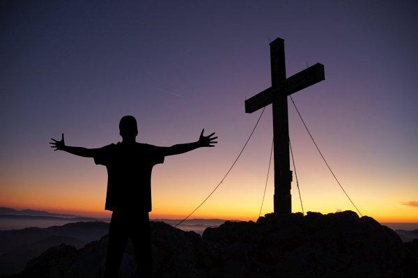 om în cruce